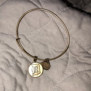D Detroit Tigers Alex and Ani bracelet gold